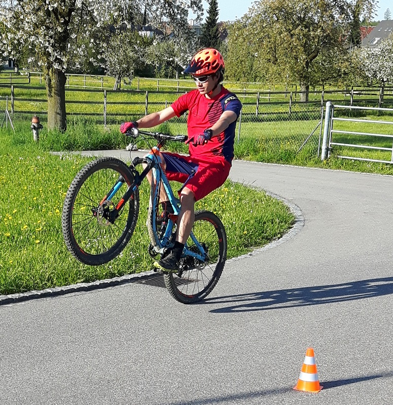 Fahrtechnik Mountain Bike Wheelie